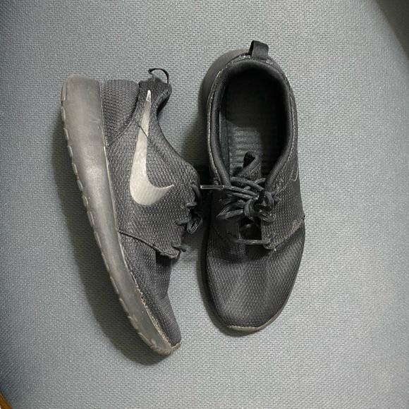 Nike Shoes | Black Free Runs | Poshmark